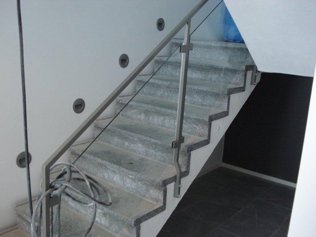 racke-med-glas-byggcomp-1