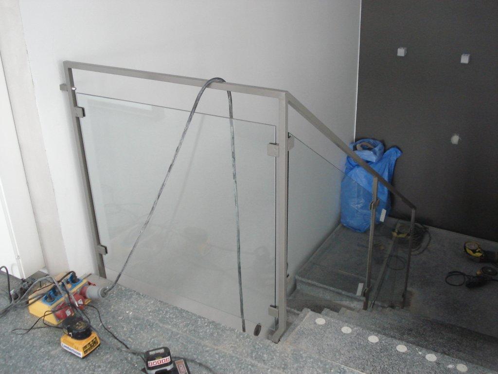 racke-med-glas-byggcomp