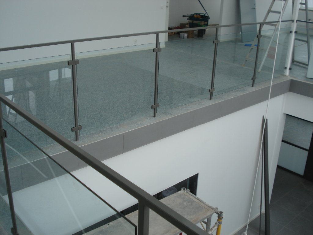 racke-med-glas-byggcomp2